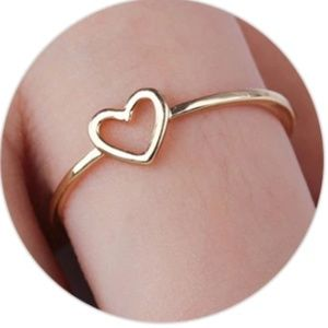 Ladies Hart Ring  (Gold or Silver Tone)